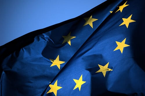 The EU is looking into why people aren't buying online from retailers in other EU countries.
